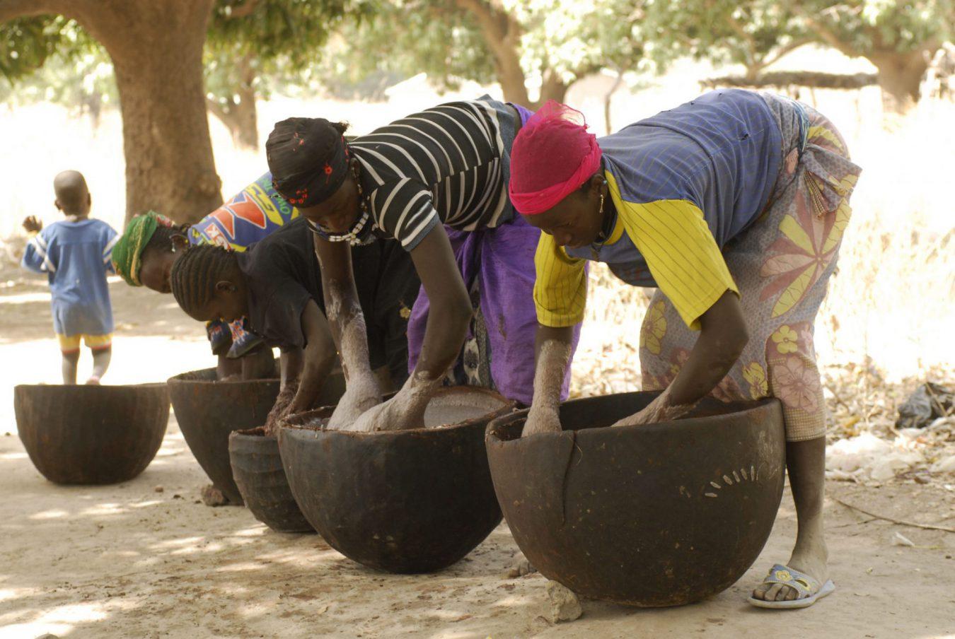 Femmes maliennes qui transforment le karité