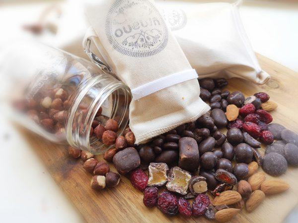 Fruits et noix enrobés au chocolat